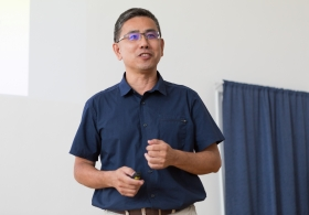 Prof. Shean-Jen Chen from the National Chiao Tung University, Taiwan, gave a lecture at IPE