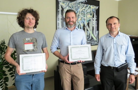 Jiří Slabý and Nicholas Scott Lynn receive diplomas for the best scientific publication of IPE for 2018